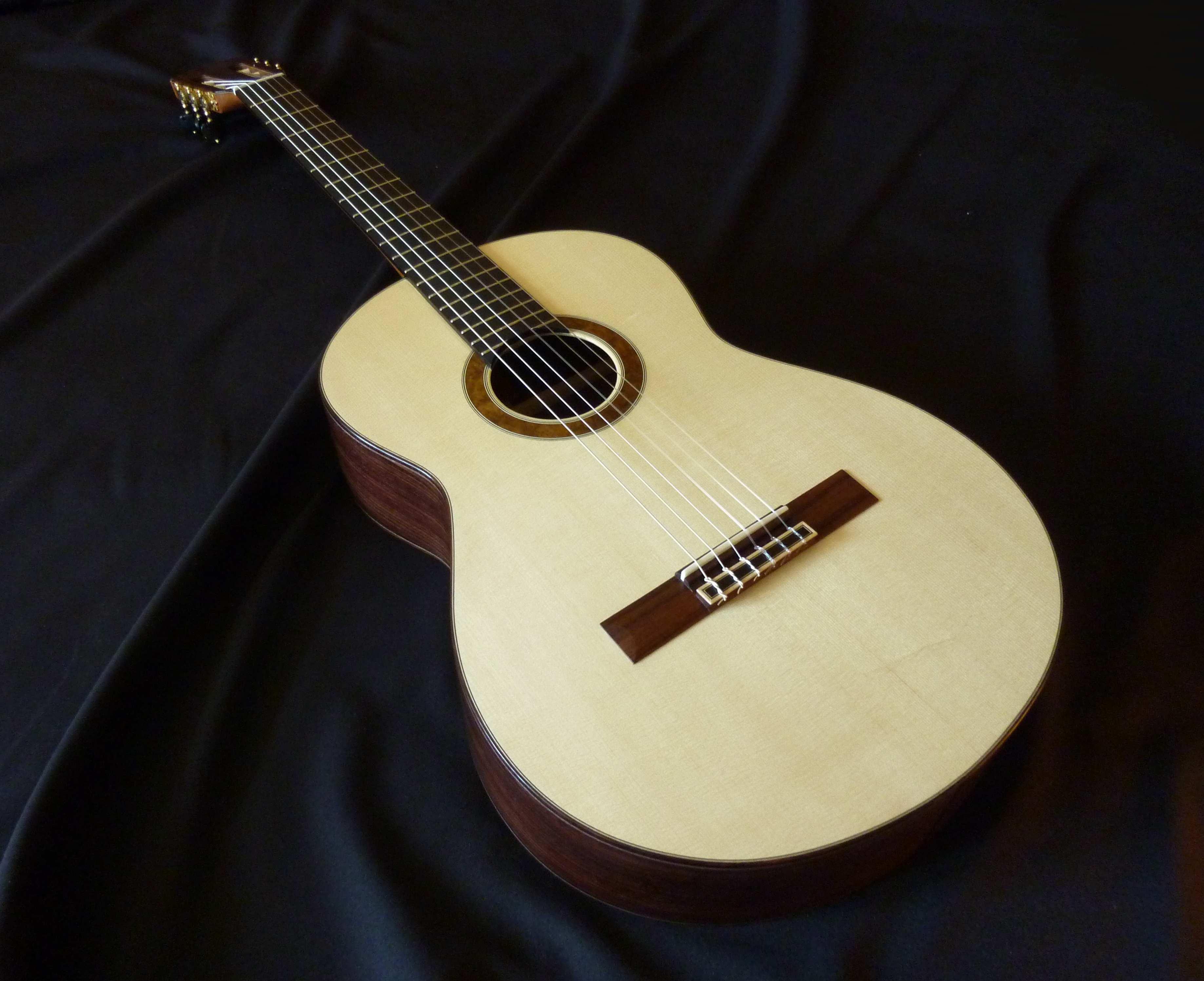 Guitarra cl sica superior el taller n luthier le n for Guitarras la clasica